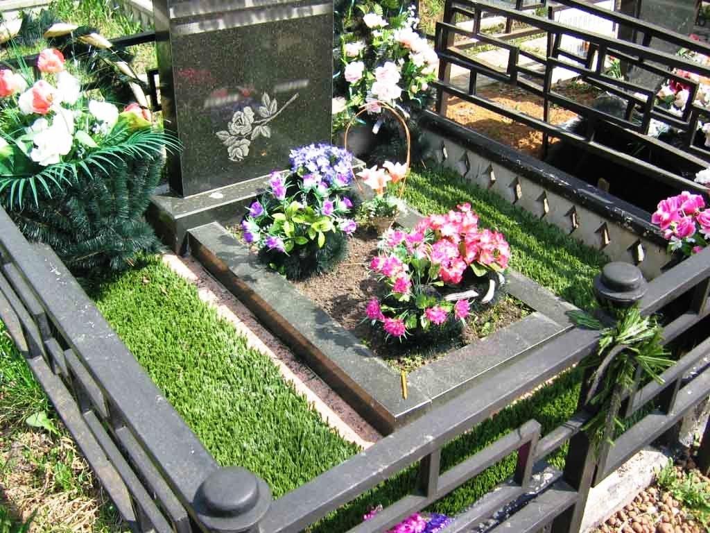 Как сделать искусственные цветы на кладбище своими руками