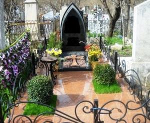 Благоустройство мест захоронения - Искусственная трава